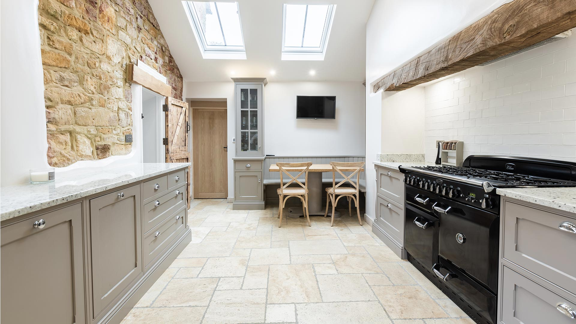 Grey, white and black traditional kitchen